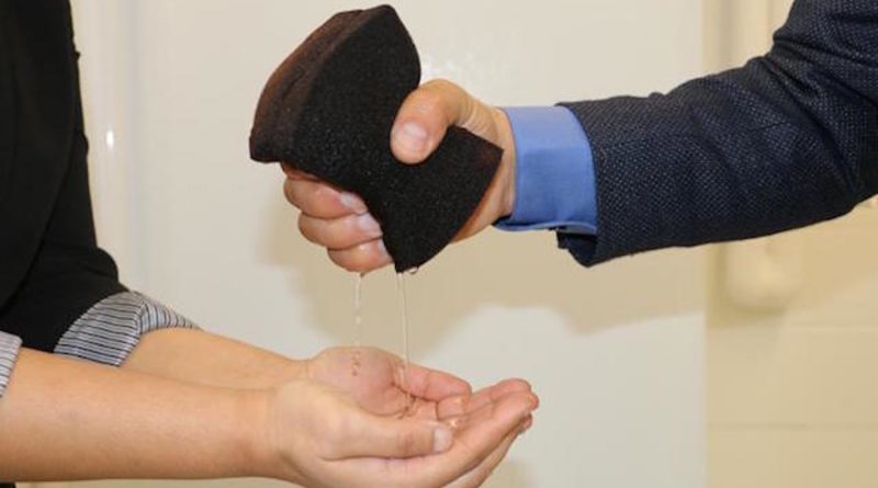 dokáže vyčistit vodu